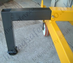 MANUAL OR POWERED - Carriage Mounted (Fork Truck Lifting