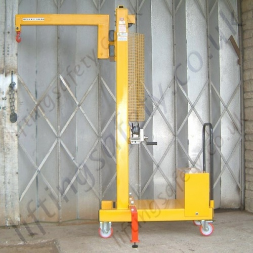 Floor Crane with Outriggers for Stability