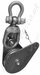 Heavy duty snatch block for off-shore purposes with stud shackle
