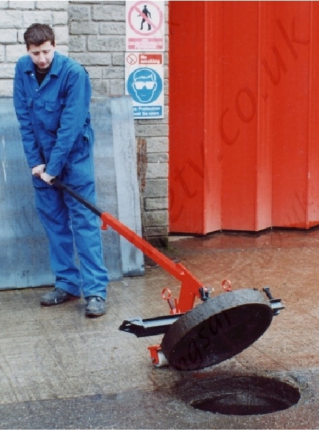 Robust Manhole Cover Lifter 300kg Capacity Liftingsafety
