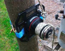 500kg Rigging Winch Mounted On Wooden Pole With Ratchet Strap