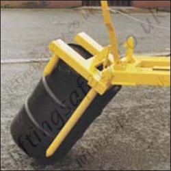 Drum Positioner Fork truck Attachment With Manual Release Lever to Suit 1 or 2 Drums - Range from 400kg or 800kg